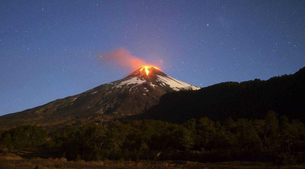 _v-chili-ne-utihaet-vulkan-vilyarrika