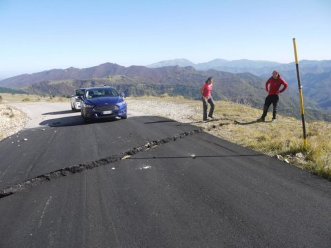 Location of survey site at rupture across a road near Castelluccio, Italy. The rupture occurred during the third earthquake in the seismic sequence and gives researchers a record of the deformation. Credit: Laura Gregory, University of Leeds